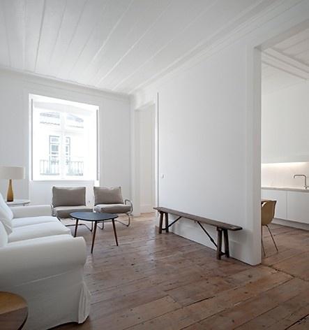 Edifício residencial em Fanqueiros, sala do apartamento 3ºC. Arquiteto José Adrião, 2007-2011<br />Foto/photo FG + SG