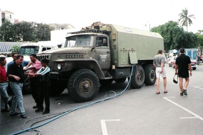 Caminhão russo, usado pela TV cubana para fazer tomadas externas, Havana<br />Foto Michel Gorski e Valdir Zwetsch