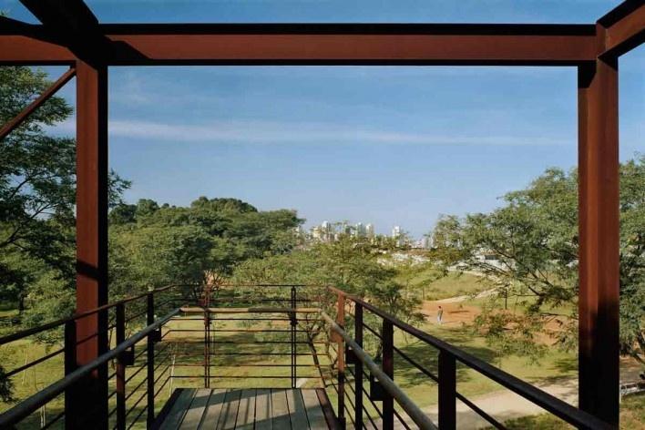 Parque da Juventude, São Paulo, 2003-2005. Paisagismo de Rosa Kliass<br />Foto Nelson Kon