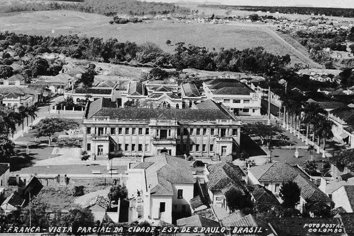 03. Vista do centro de Franca, com Hotel Francano ao centro, foto sem data<br />Foto postal Colombo