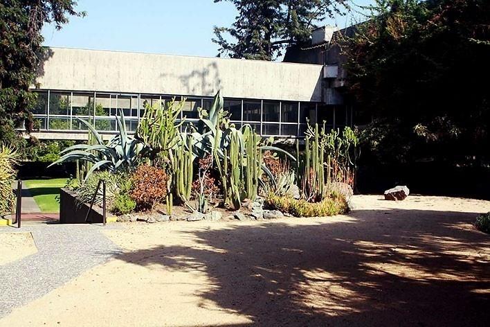 Local da inserção do Diamante pela proposta do Arquiteto Paulo Bruna para reforma do Edifício Cepal, em Santiago do Chile. 2010.<br />foto Paulo Bruna