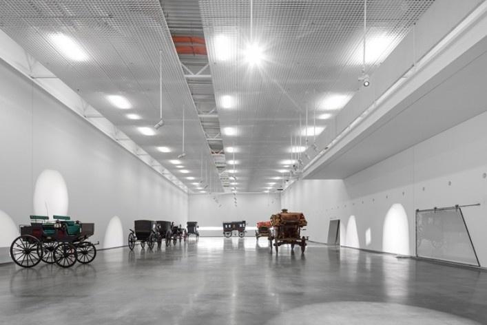 Museu Nacional dos Coches, sala de exposições no pavilhão principal, Lisboa. Arquiteto Paulo Mendes da Rocha, MMBB arquitetos e Bak Gordon arquitetos<br />Foto Fernando Guerra  [FG+SG Architectural Photography]