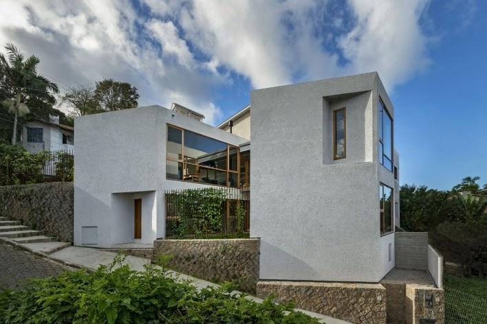Casa da Lagoa, Florianópolis SC Brasil, 2019. Arquitectos Francisco Fanucci y Marcelo Ferraz / Brasil Arquitetura<br />Foto/Photo Ronaldo Azambuja