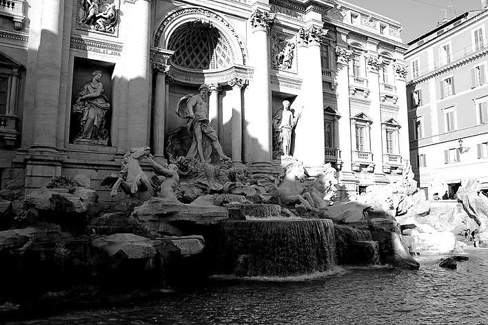 """A Fontana di Trevi, outro """"americanismo"""" romano, cenário de filmes. Mas com poucas moedas... sinal dos tempos<br />Foto Thomas Bussius"""