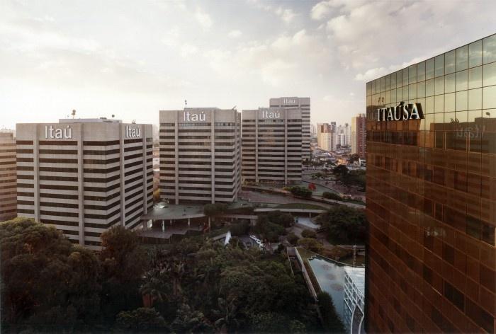 Centro Empresarial Itaú, vista das áreas livres, metrô Conceição. Itauplan e Aflalo & Gasperini<br />Foto Nelson Kon