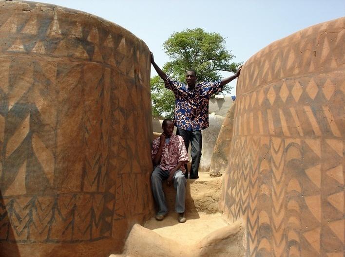 Moradores da aldeia de Tiébélé <br />Foto Renato Barbieri