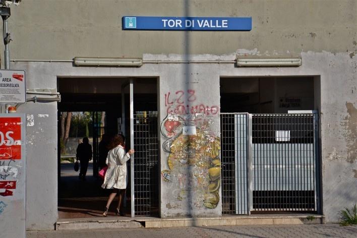 Estação de Tor di Valle, do itinerário ferroviário Roma – Lido, nas franjas do centro urbano, na parte sudeste de Roma<br />Foto Fabio José Martins de Lima