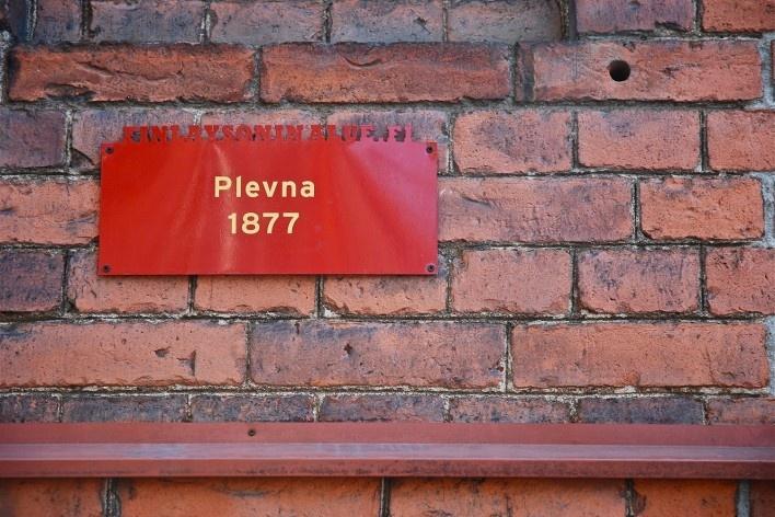 Detalhe de placa memorial indicativa em unidade fabril relacionada a fabrica de algodão de Plevna, na Finlayson & Co Cotton Mills, concluída em 1877<br />Foto Fabio Lima