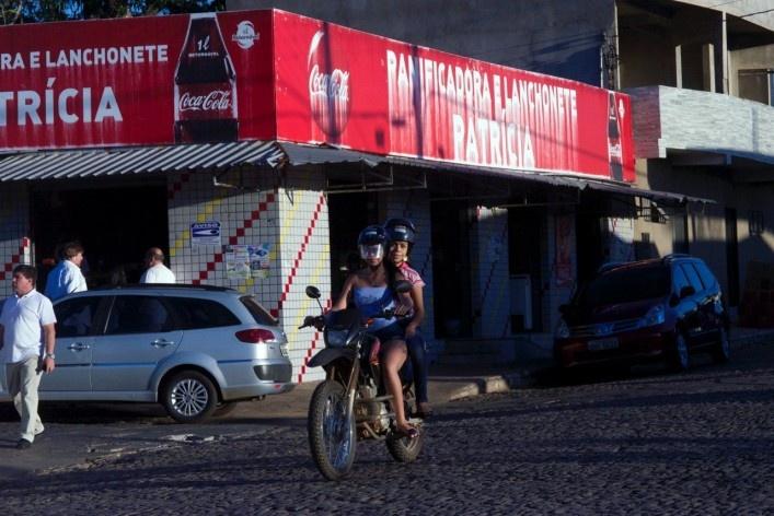 Aspecto da parte expandida em relação ao centro protegido com comercio e tráfego de veículos<br />Foto Fabio Lima