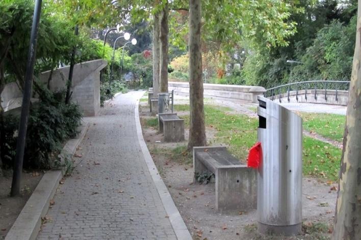 Estação Stadelhofen, parque na parte superior<br />Foto Gabriela Celani