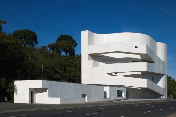 Sede da Fundação Iberê Camargo, vista principal. Arquiteto Álvaro Siza, 2008<br />Foto Nelson Kon