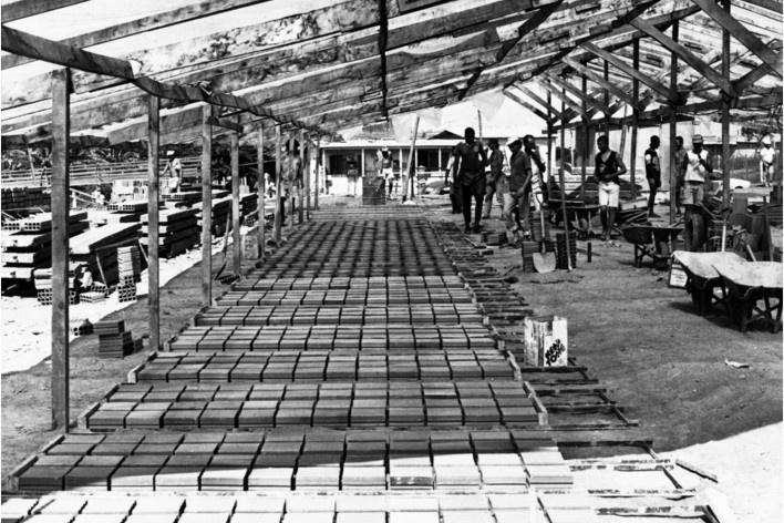 Pistas de fabricação de painéis planos e curvos [Acervo Joan Villà]