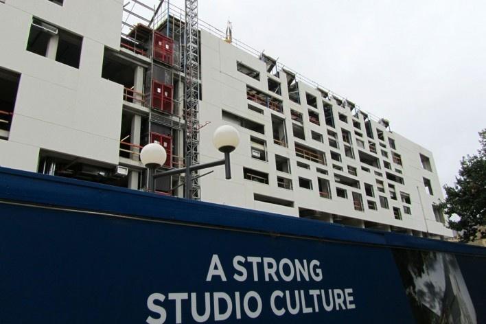 O novo edifício pedagógico da Escola de Arquitetura da UniMelb, projetado pelos escritórios NADAAA, de Boston, e John Wardle, de Melbourne<br />Foto Gabriela Celani