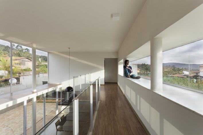 Casa vale do sol, corredor do pavimento superior. Marcos Franchini<br />foto Gabriel Castro
