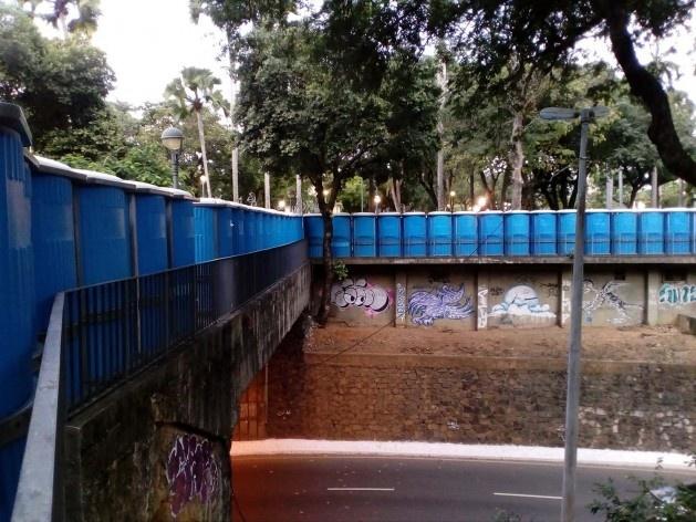 Banheiros químicos emoldurando a praça do Campo Grande, circuito Osmar<br />Foto Volha Yermalayeva Franco