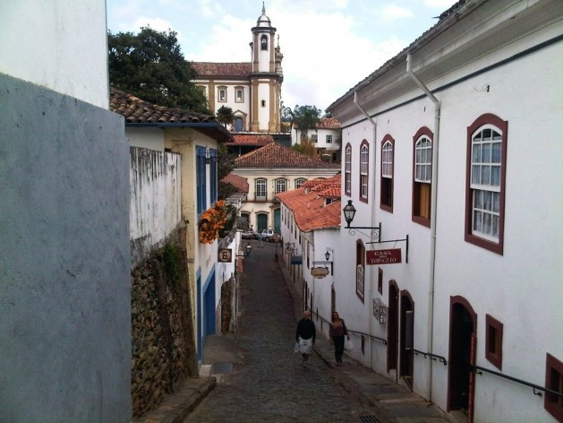 Ladeira e igreja Nossa Senhora do Carmo ao fundo<br />Foto Abilio Guerra