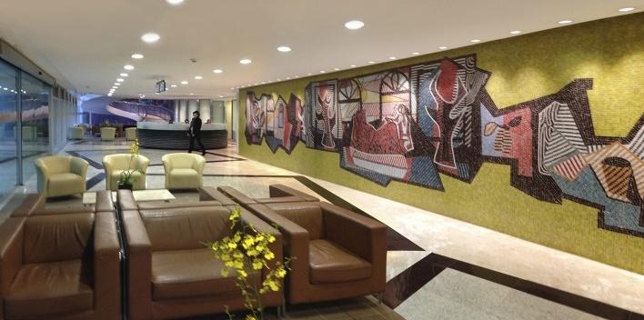 Hospital Professor Edmundo Vasconcelos, painel artístico no saguão<br />Foto Victor Hugo Mori
