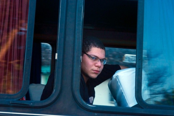 Estudante em ônibus municipal<br />Foto Fabio Lima