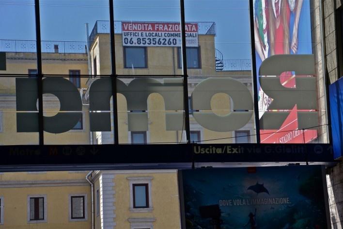 Estação Termini, engenho publicitário<br />Foto Fabio José Martins de Lima