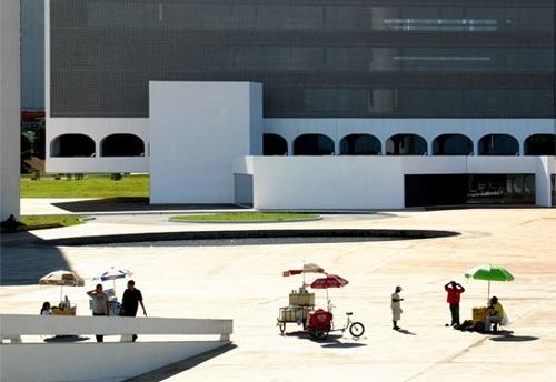 Vendedores de sorvete em frente à Biblioteca Nacional<br />Foto Sandra Godoy