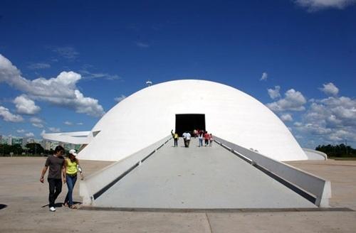 Pessoas entrando no Museu Nacional<br />Foto Sandra Godoy