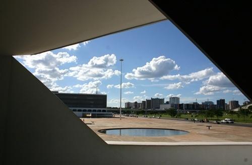 Brasília enquadrada pela entrada do Museu Nacional<br />Foto Sandra Godoy