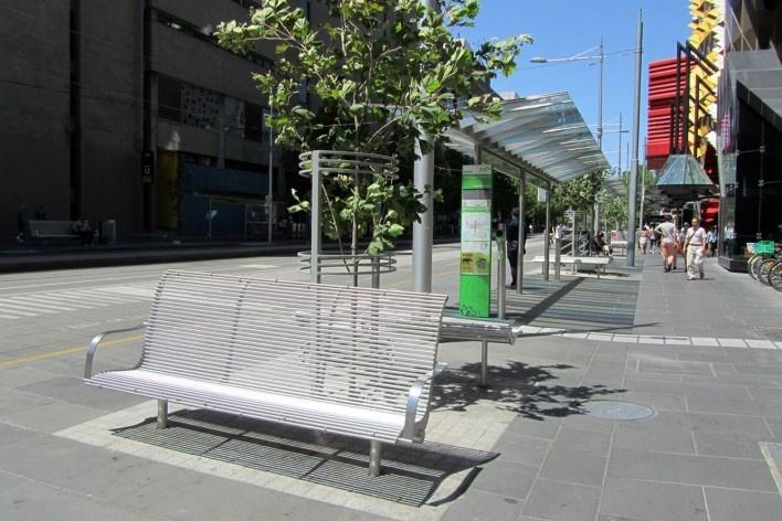 Mobiliário urbano no centro de Melbourne<br />Foto Gabriela Celani