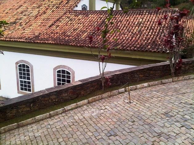 Casa do Conto e ladeira sustentada por arrimo no acesso ao Grande Hotel<br />Foto Abilio Guerra