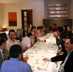 Confraternização no restaurante da Universidad San Francisco<br />Fotos Abilio Guerra e Silvana Romano Santos