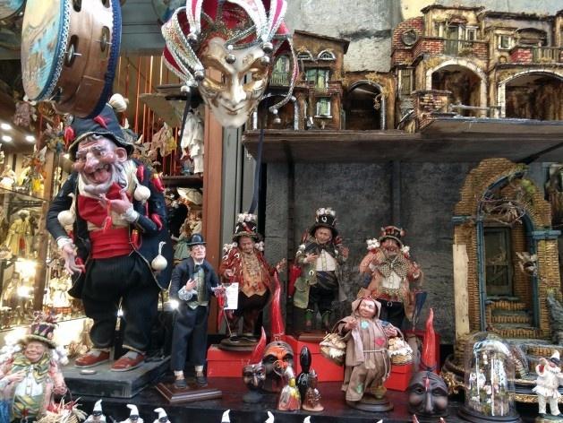 Artesanato a venda pelas ruas do Centro Histórico, Nápoles, Itália<br />Foto Carina Mendes dos Santos Melo, 2018