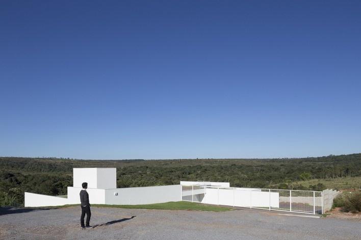Casa Torreão, esquina nordeste, Brasília DF, arquitetos Daniel Mangabeira, Henrique Coutinho e Matheus Seco<br />Foto Haruo Mikami