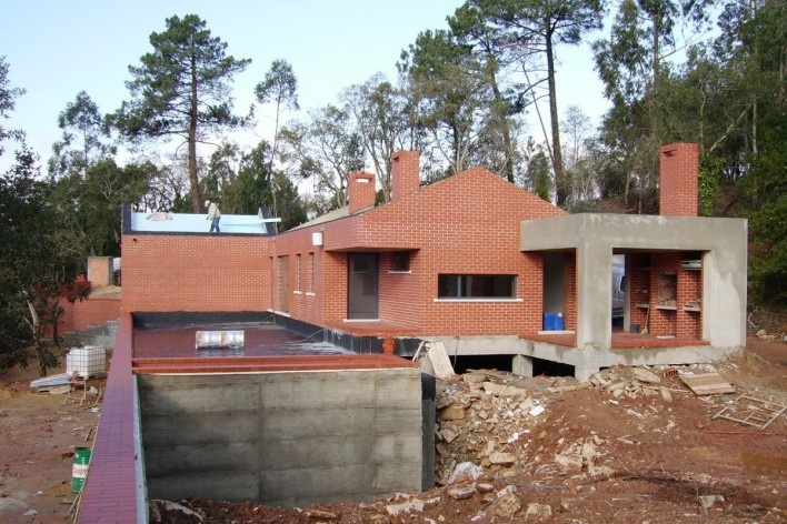 Casa no Figueiral, construção, Alcobaça, Portugal. Arquiteto Pedro Fonseca Jorge