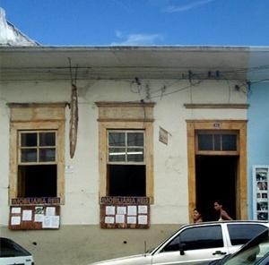 Casa de taipa da Rua XV de Novembro
