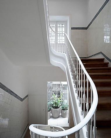 Edifício residencial em Fanqueiros, caixa de escadas. Arquiteto José Adrião, 2007-2011<br />Foto/photo FG + SG