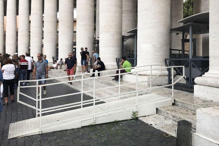 Rampa na Praça de São Pedro, Vaticano<br />Foto Larissa Scarano, 2018