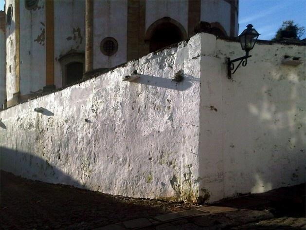 Muro de arrimo do adro da Igreja de Nossa Senhora do Rosário<br />Foto Abilio Guerra