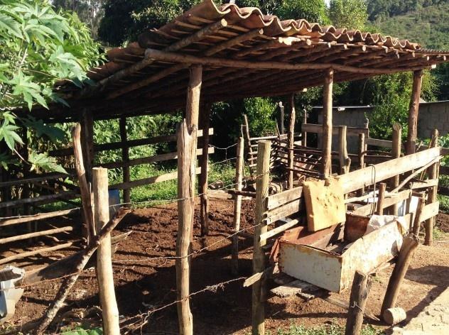 Curral de gado em trecho da comunidade<br />Foto Fabio Lima