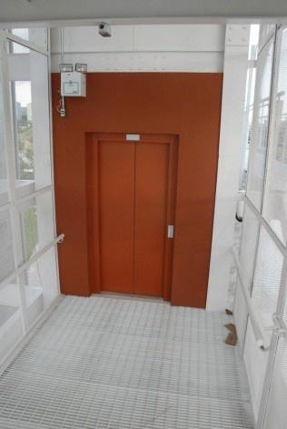 Acesso ao elevador, pavimento intermediário, nivel 17,396<br />Foto Arquivo MooMAA