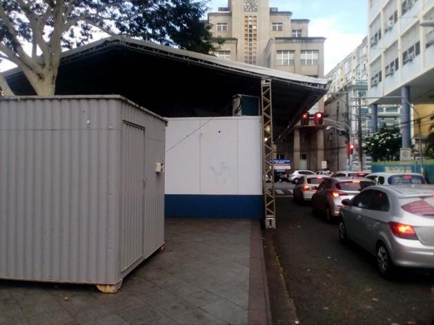 Os postos da polícia na praça da Piedade limitando o acesso de pedestres<br />Foto Volha Yermalayeva Franco