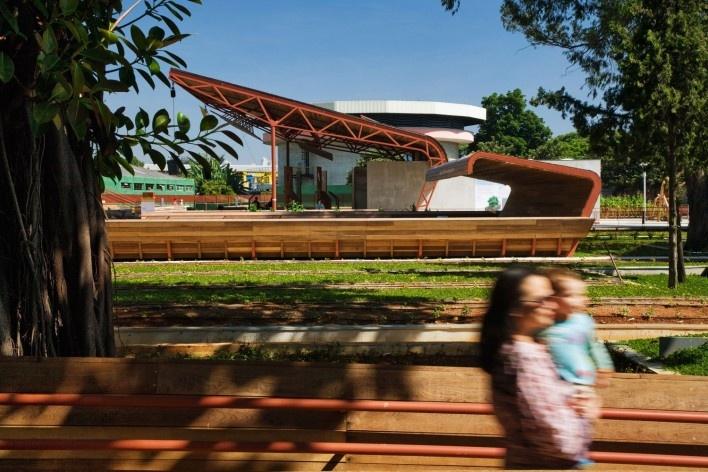 Praça Victor Civita, São Paulo, 2008. Adriana Blay Levisky e Anna Julia Dietzsch / Levisky Arquitetos Associados<br />Foto Nelson Kon