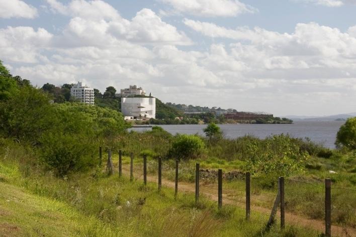 Sede da Fundação Iberê Camargo, vista geral. Arquiteto Álvaro Siza, 2008<br />Foto Nelson Kon