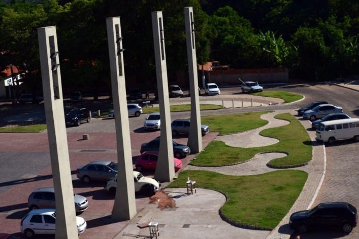 Renovação da praça central, com sinalização, pavimentação diferenciada e ajardinamento<br />Foto/Photo Fabio Lima