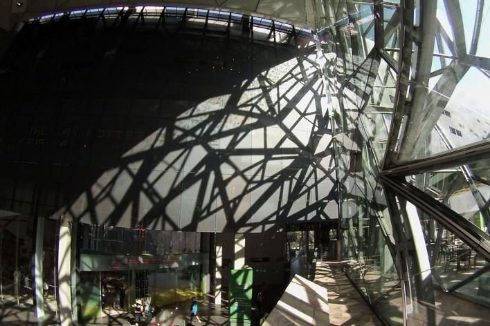 Sombras na Fractal Gallery, em Fed Square<br />Foto Gabriela Celani