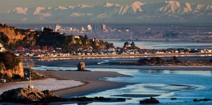 Christchurch vista do mar em direção aos Southern Alps. [Canterbury Earthquake Recovery Authority, 2012 - Creative Commons Attribution 3.0 New Zeal]