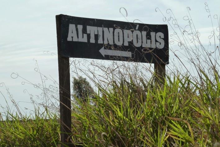 Placa na região rural de São Sebastião do Paraíso<br />Foto Michel Gorski