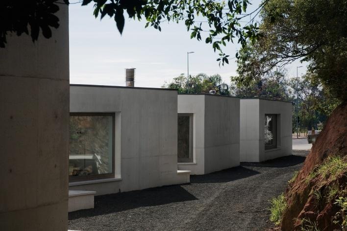 Sede da Fundação Iberê Camargo, vista posterior. Arquiteto Álvaro Siza, 2008<br />Foto Nelson Kon