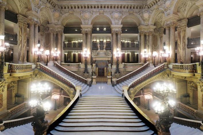Ópera Garnier de Paris<br />Fotomontagem Victor Hugo Mori, 2019