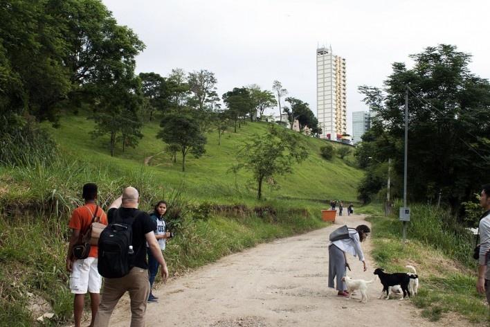 Urbanização do Banhado, levantamentos de campo, São José dos Campos SP, 2019. Coordenadores Jeferson Tavares e Marcel Fantin / PExURB IAU USP<br />Foto dos autores