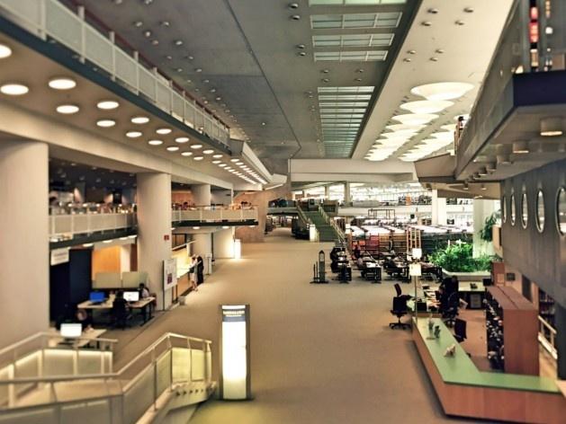 Biblioteca de Berlim, interior, arquiteto Hans Scharoun<br />Foto Fabiano Borba Vianna, 2016