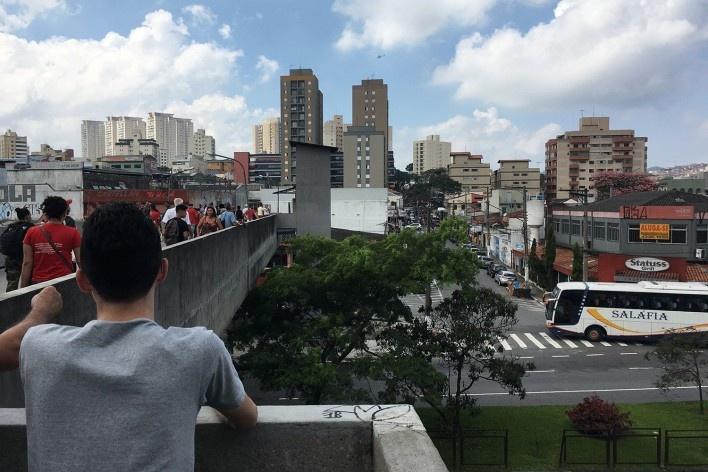 Estação final do sistema de trólebus, passarela, São Bernardo do Campo<br />Foto Abilio Guerra